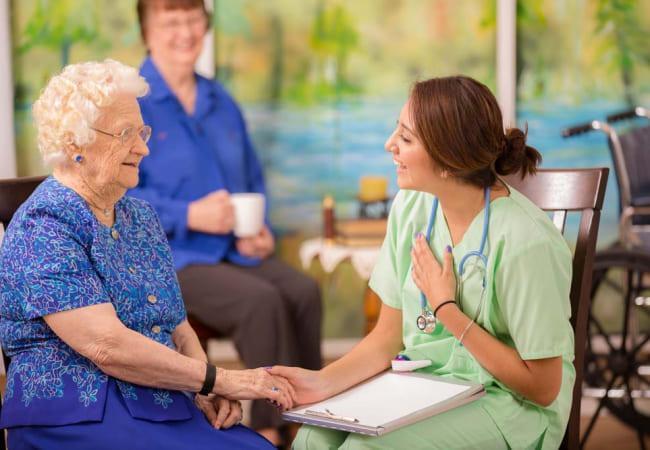 Как уговорить больного принять заботу сиделки