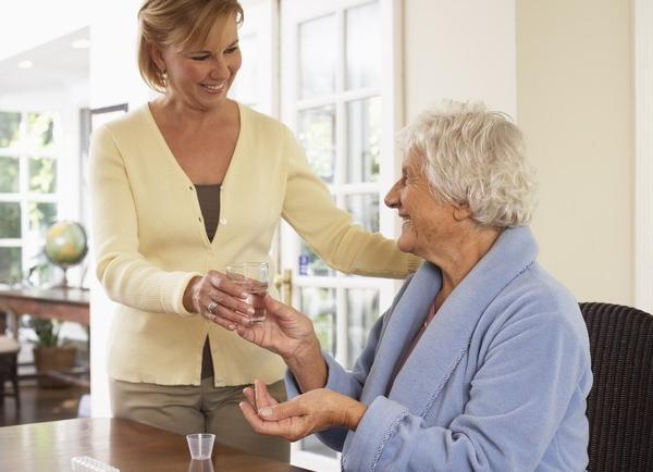 Приходящие сиделки для пожилых: какой режим удобнее?